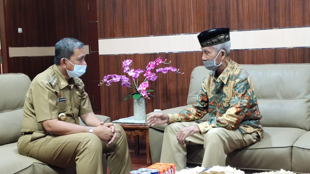 Mantan Bupati Wajo, Kolonel Purn H.Andi Asmidin, Berkunjung Ke Kantor Bupati Wajo