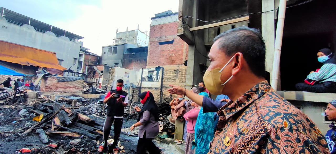 Bupati Wajo Serahkan Bantuan Untuk Korban Kebakaran Lapongkoda