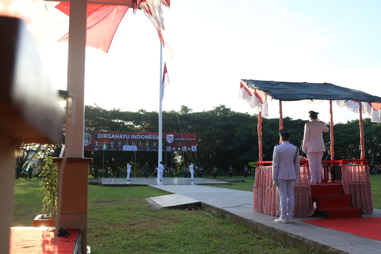 Upacara Penurunan Bendera Merah Putih, Dilaksanakan Di Halaman Kantor Bupati Wajo